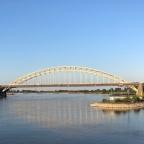 Pontjes, schaduw en Nijmegen